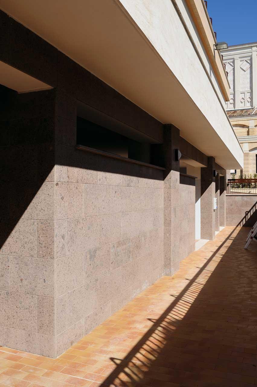 Rivestimento parete in pietra micci peperino for Micci peperino
