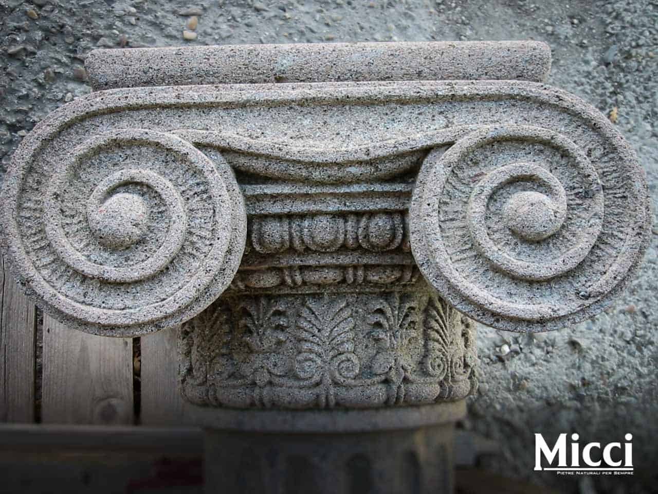 Architettura in pietra ed elementi decorativi per chiese
