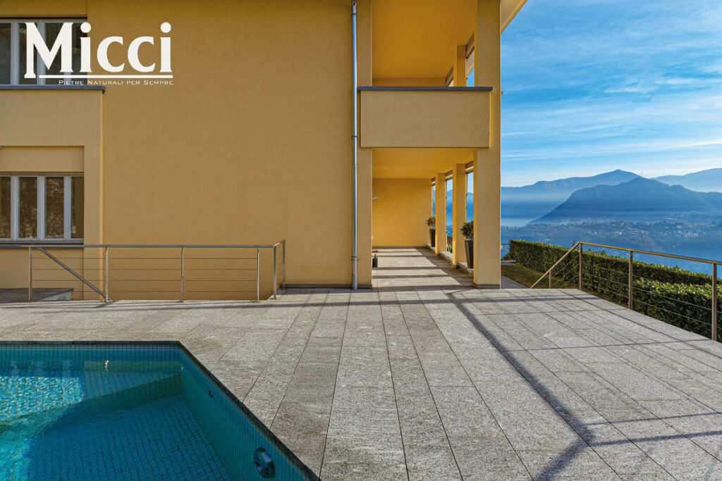 pavimento piscina in pietra
