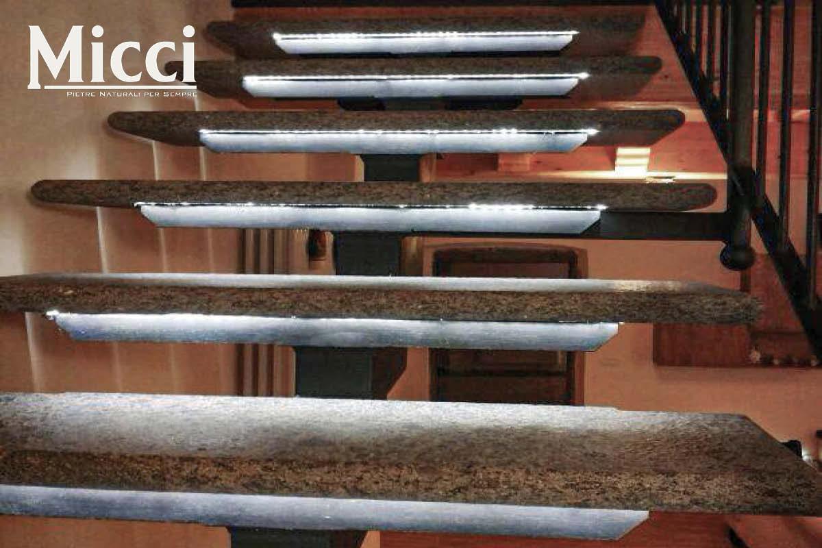 scala interna rivestita in pietra con led